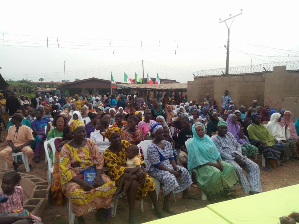 Cross section of party members at the ceremony of Ogere PDP Ward 7 Secretariat Commissioning