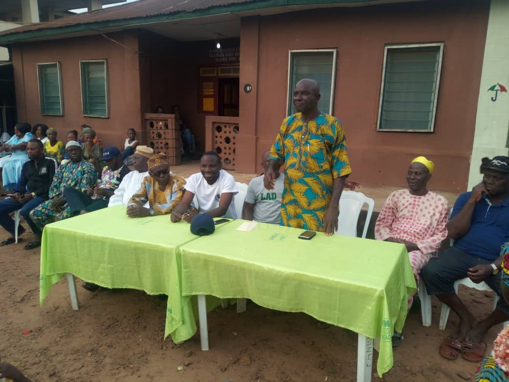 Mr Solomon Salami addresses party members...wants them to support the gubernatorial and house of assembly ambitions of Hon Ladi and Omooba Solarin respectively
