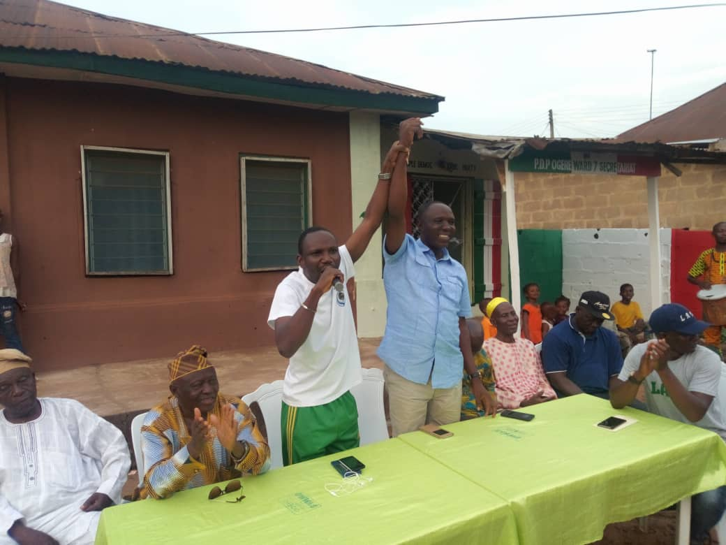 Omooba Dayo Sonuga, Secretary of PDP in Ikenne LG raises the hand of Omooba Solarin as the party's candidate for Ogun State House of Asembly, Ikenne State Constituency for 2019