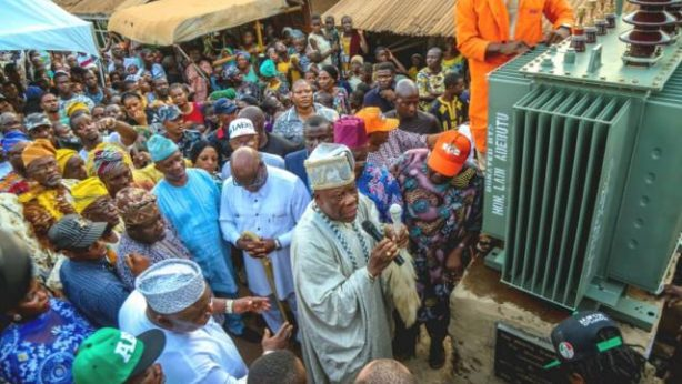 HRM Oba Mojeed Sonuga appreciates Hon Ladi for the donation of the 500KVA transformer to Ilishan community