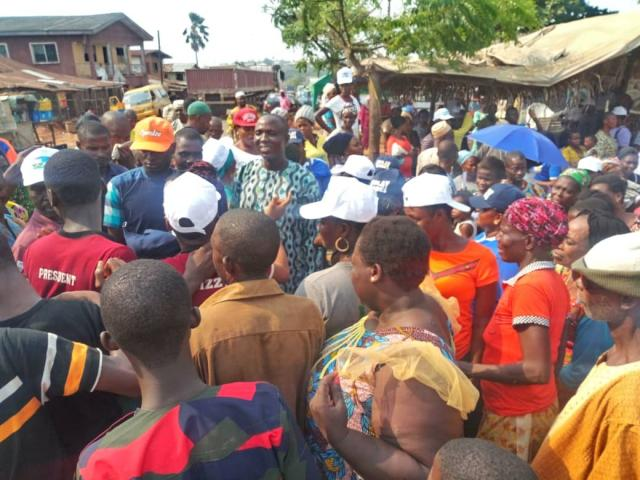 Street credibility...Sunday Solarin surrounded by Ogere people