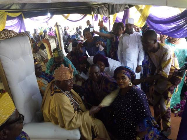 Omooba Solarin receives royal blessings from Oba Oladele Ogunbade, Ologere of Ogere
