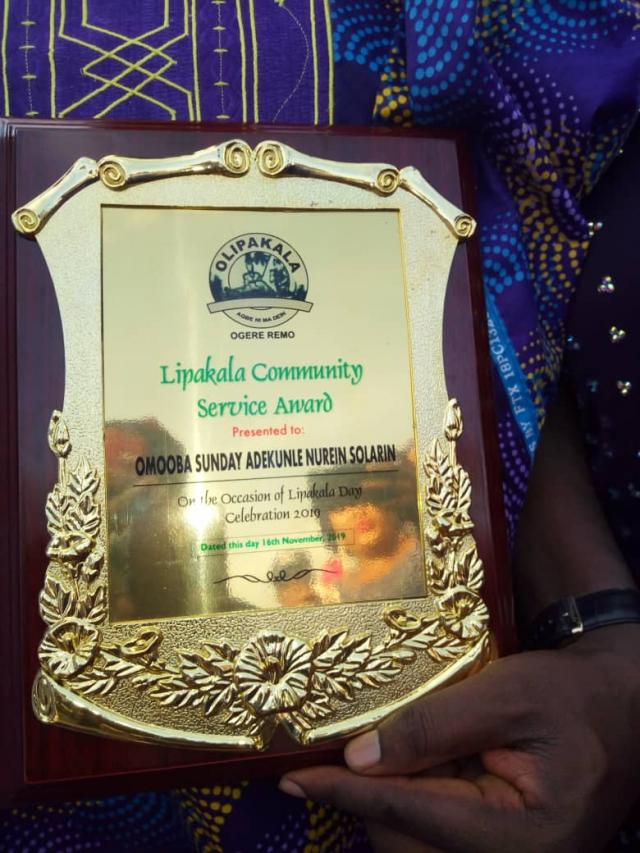 The Lipakala Community Service Award given to Omooba Solarin by the people of Ogere Community